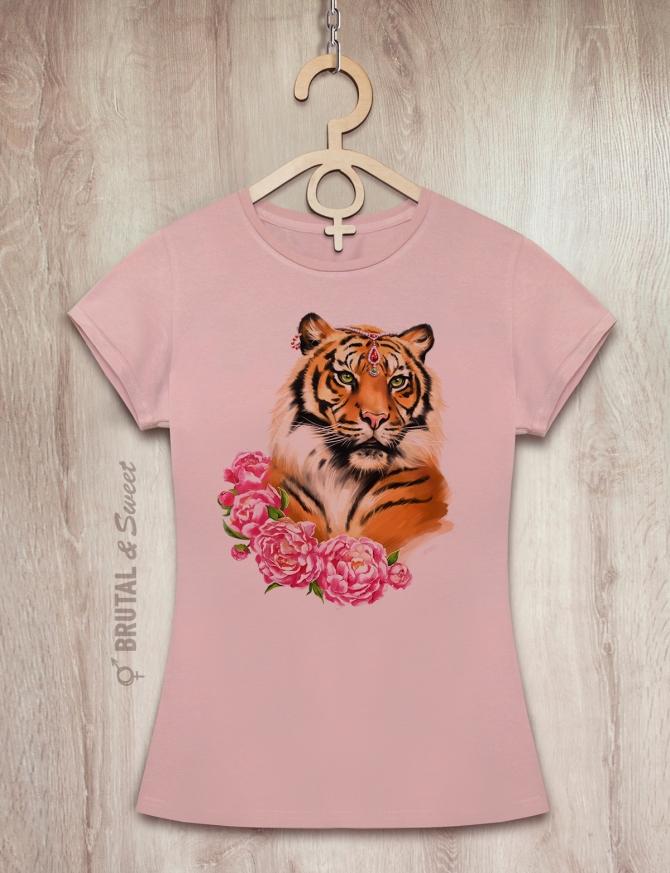 Футболка с тигрицей «Tiger Lady»